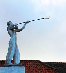 glaspuster_statue